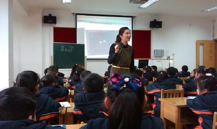 小学教师<a href=https://cizhixin.com target=_blank class=infotextkey>辞职信</a>怎么写 小学老师的辞职报告范文